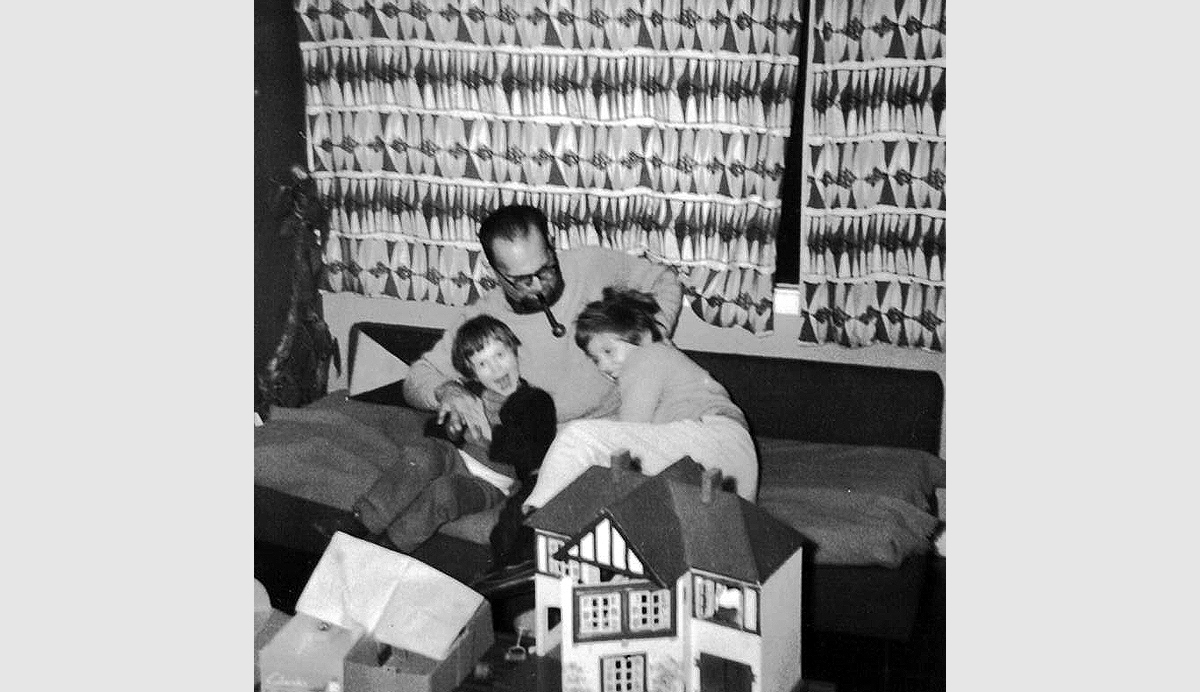 Edward Herzbaum/Hartry with his children