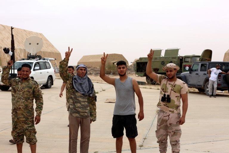 Libya'da Vatiyye Hava Üssü'nü ele geçiren Ulusal Mutabakat Hükümeti güçleri