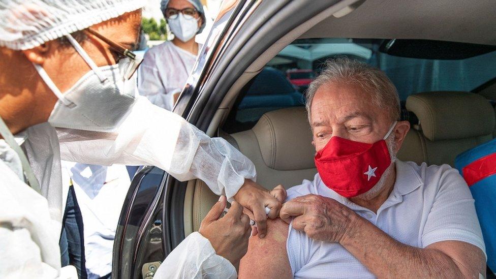 EL expresidente de Brasil, Luiz Inacio Lula da Silva, recibió la vacuna el 13 de marzo.