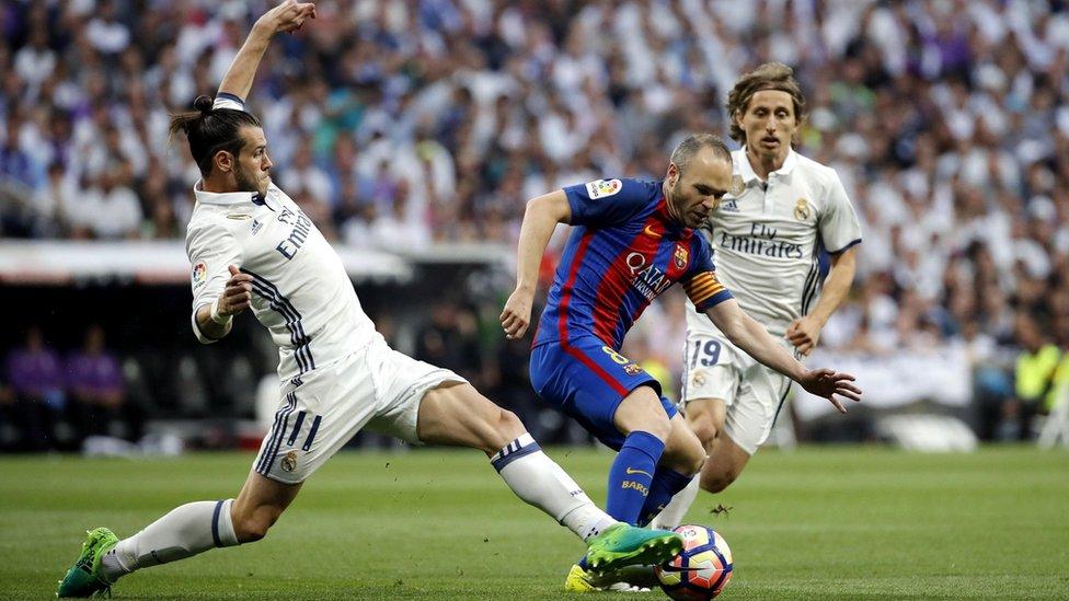 El Barcelona no le hizo el pasillo al Madrid en el partido que enfrentó a ambos en el Bernabéu tras ganar los blancos el Mundial del Clubes.