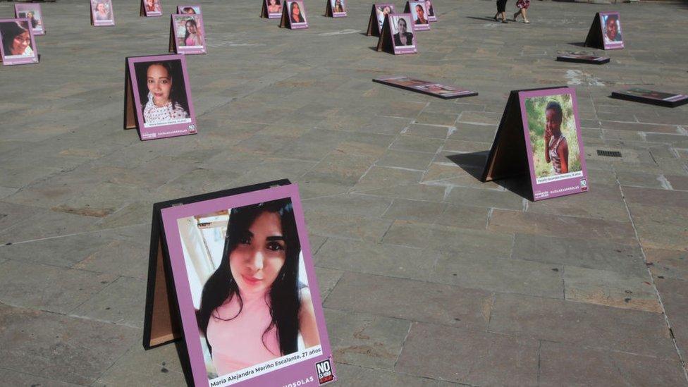 Campaña contra la violencai de género en Colombia.