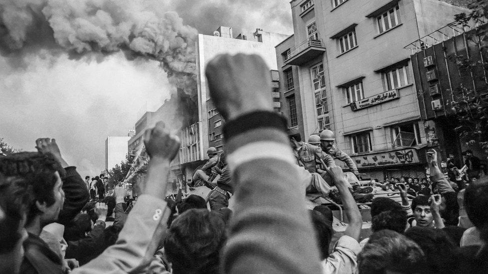 مواجهات بين قوات نظام الشاه والناس في شوارع طهران 1978