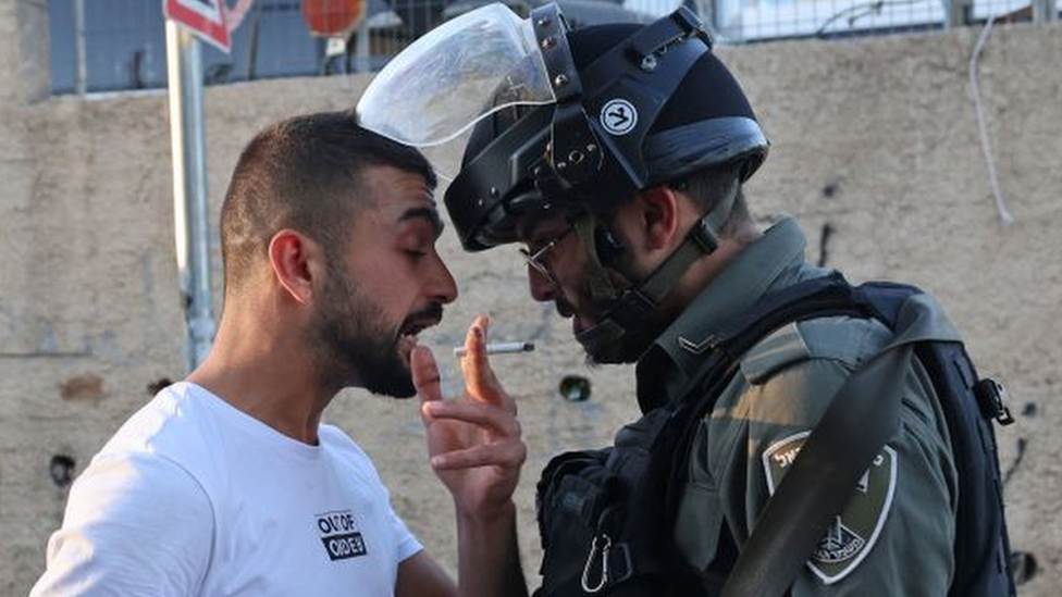 Confrontation between Palestinian man and a member of the Israeli security forces