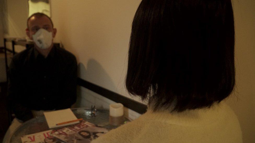 أثناء لقاء بي بي سي مع الشابة