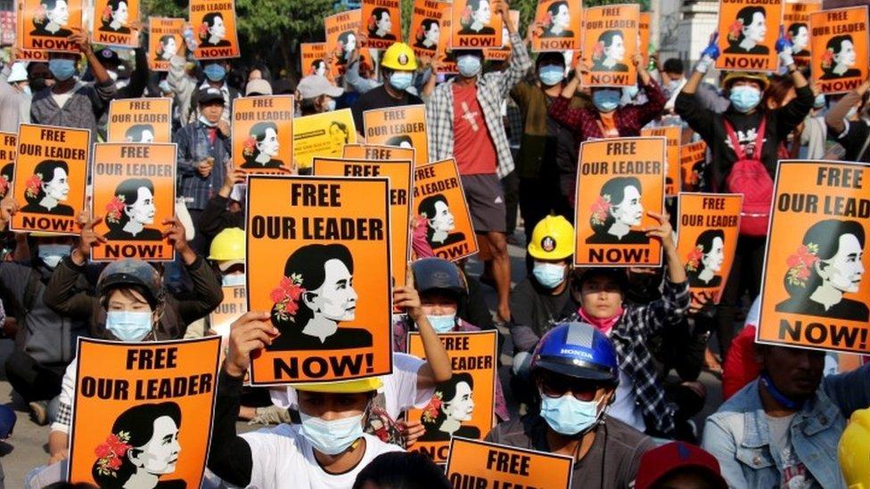 متظاهرون في ناي بي تاو