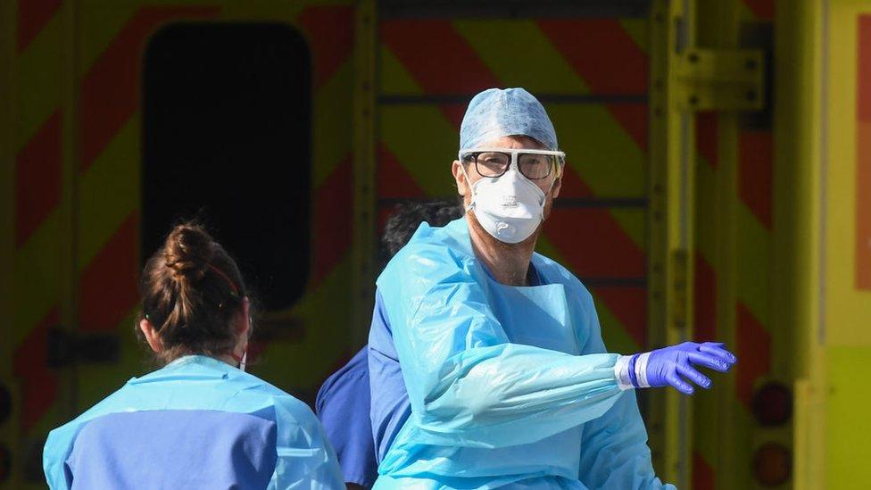 Doctor en hospital de Reino Unido.