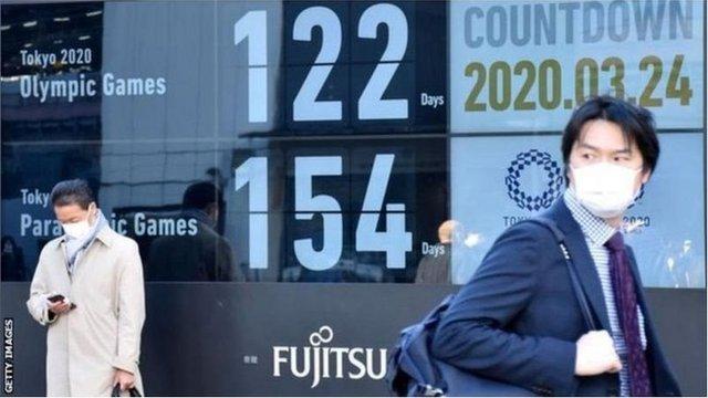 傅東飛說,日本目前每天的新冠病例超過5千人,當地公眾輿情堅決反對今年舉辦奧運會。