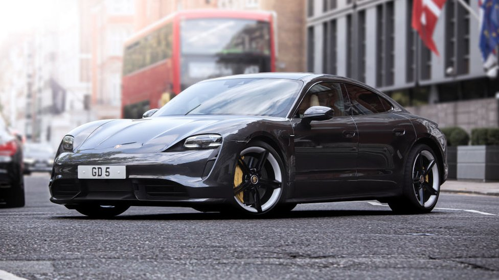 Modelo deportivo eléctrico Porsche Taycan