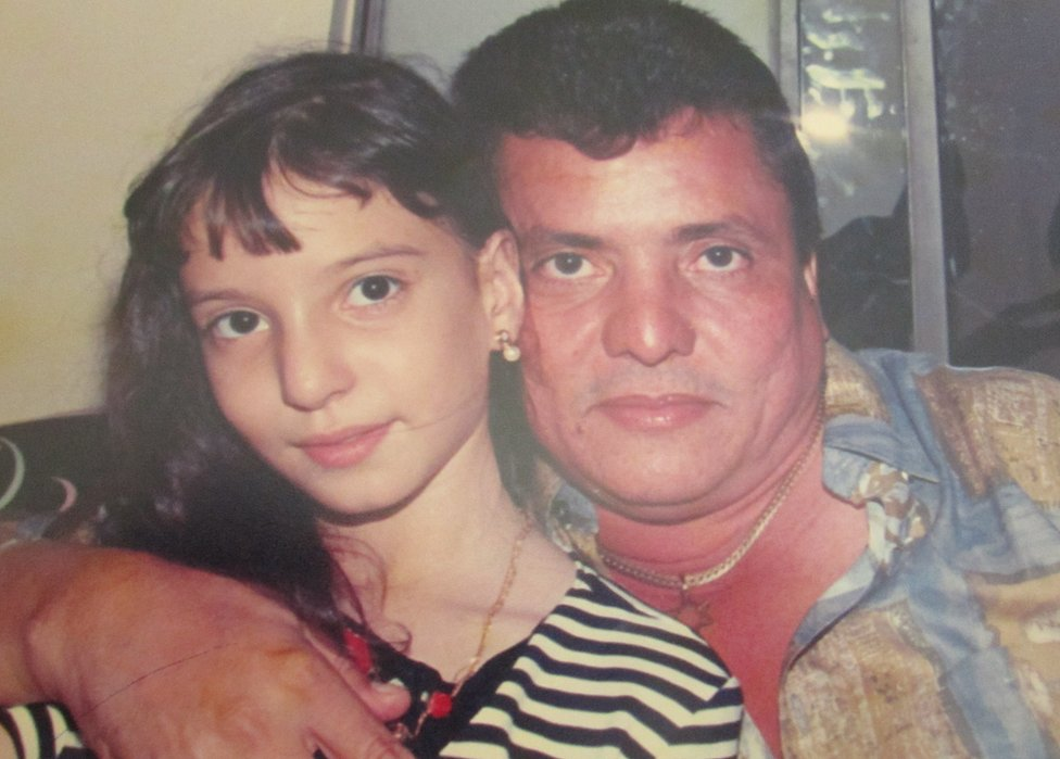 Diana junto a su padre, hace más de 20 años.