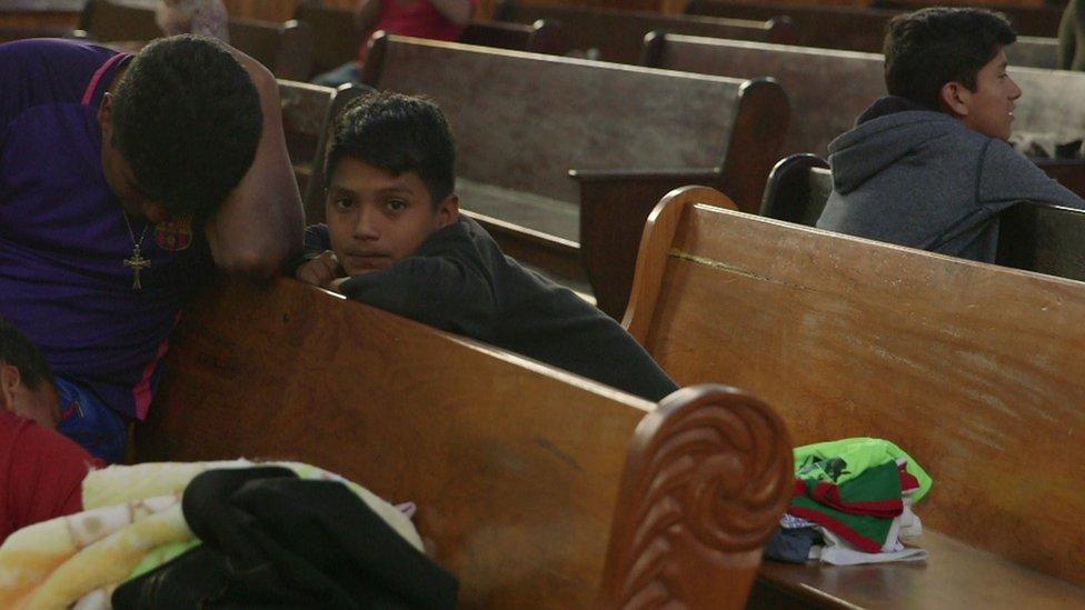 Brayan viajó con su familia en la caravana de migrantes hacia EE.UU. La BBC los conoció mientras pasaban por Puebla, en México.