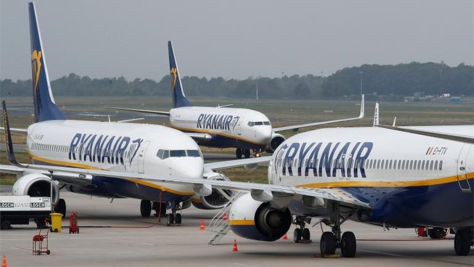 Ryanair cuts flight schedule amid new lockdowns thumbnail