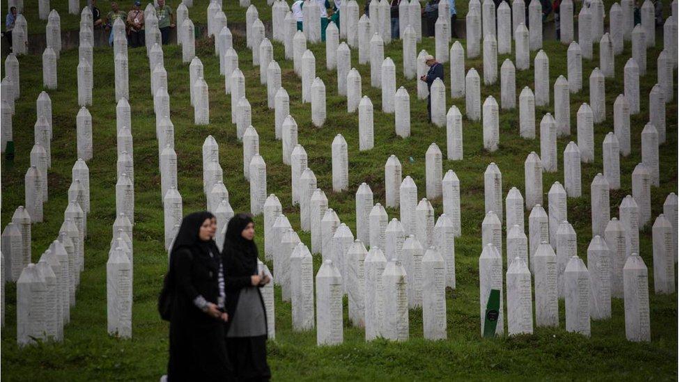 Žene pristižu u Potočare, jul 2018.