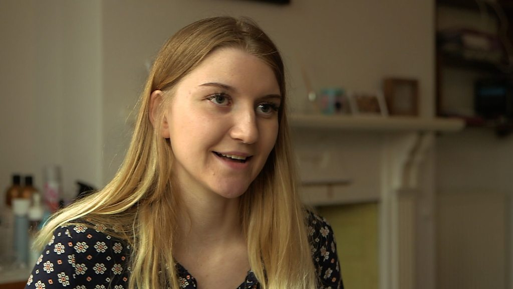 Exams: Student with dyspraxia speaks out over extra time
