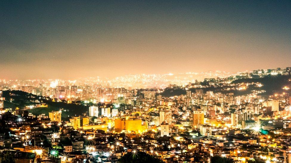 Karakas noću