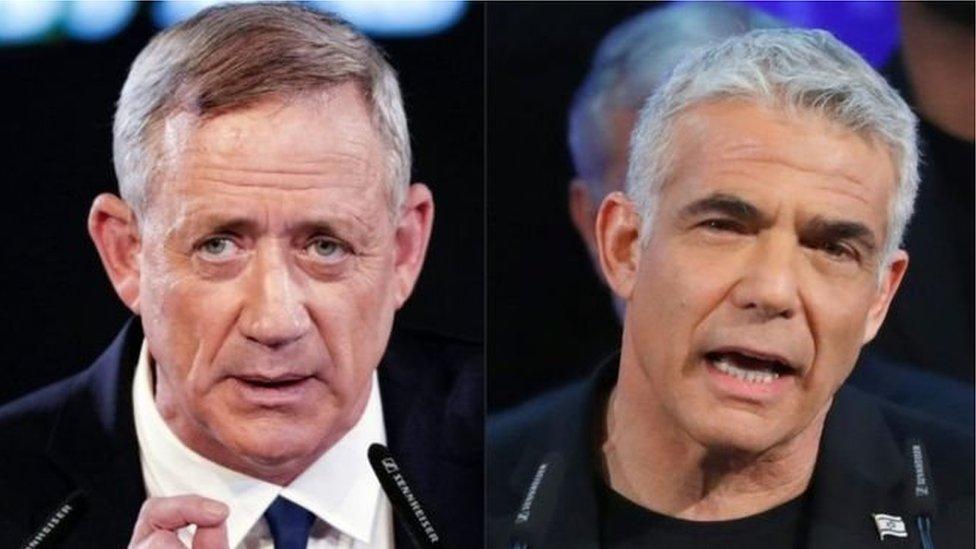 """الجنرال السابق بني غانتز ورئيس حزب """"يش عتيد"""" (يوجد مستقبل) يائير لابيد"""