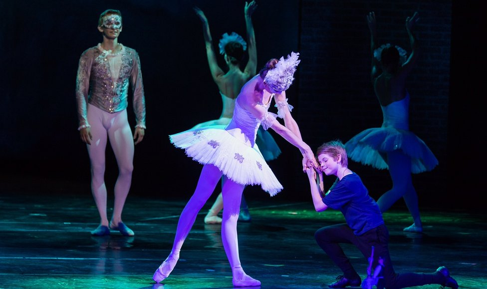 A scene from Billy Elliott performed by Hungarian State Opera