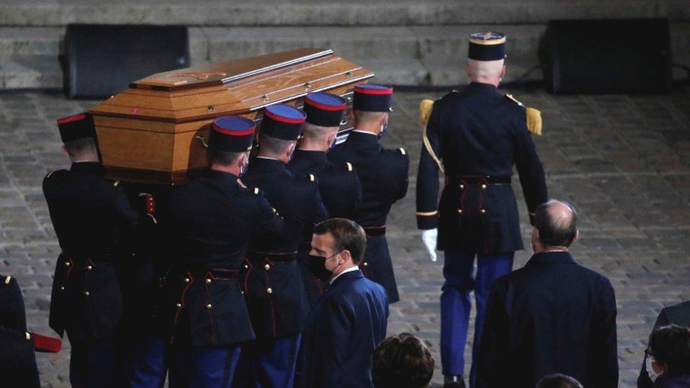 قتل المدرس الفرنسي: توجيه تهم لسبعة أشخاص في قتل صمويل باتي