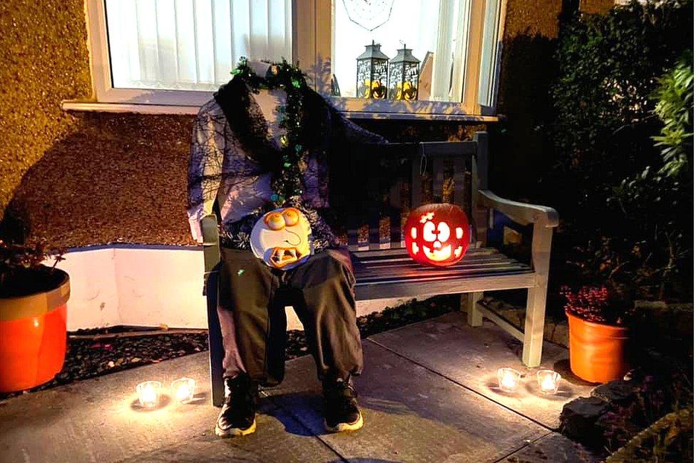 Heidless Henry scarecrow