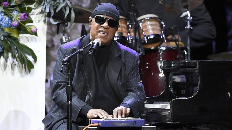 BBC News - Stevie Wonder tells fans he will have kidney transplant
