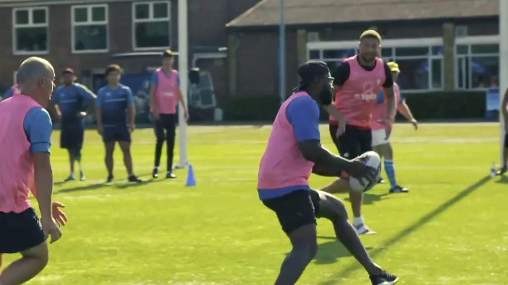 England stars try their hand at touch rugby