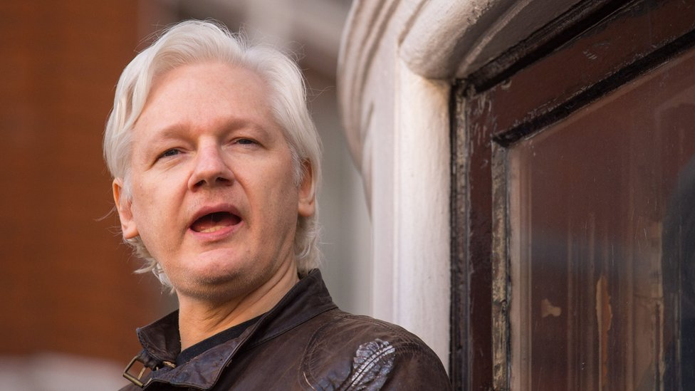Julian Assange: Wikileaks co-founder to take legal action against Ecuador