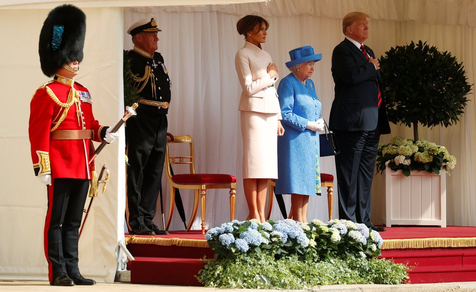 Donald Trump, Melania Trump y la reina Isabel II