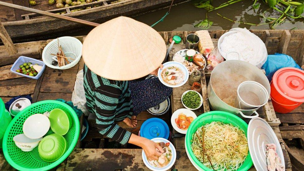 Supa je evoluirala tako da koristi različite sastojke i začine u zavisnosti od toga gde se pravi