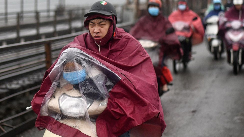 Criança com adulto na China