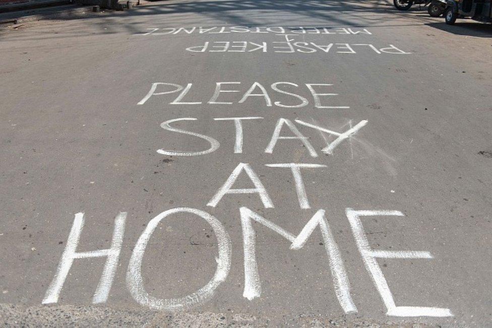 Tulisan di jalanan kota Mumbai