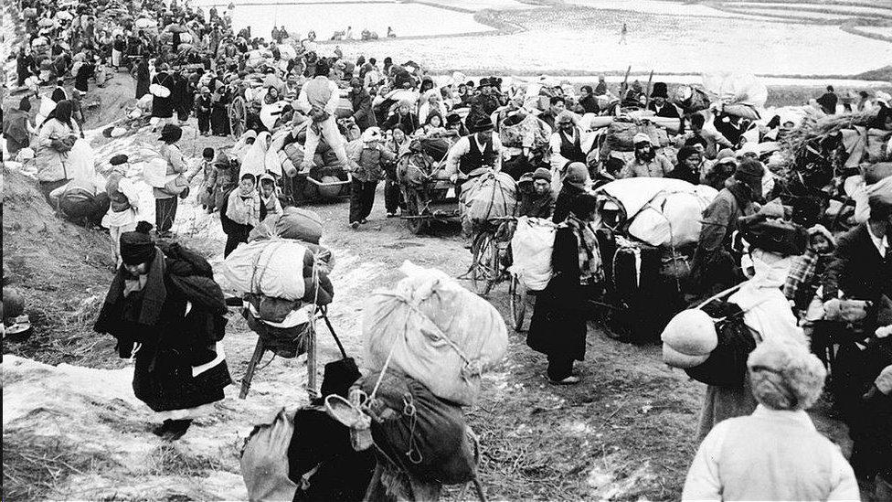 美國轟炸迫使朝鮮人逃離家園