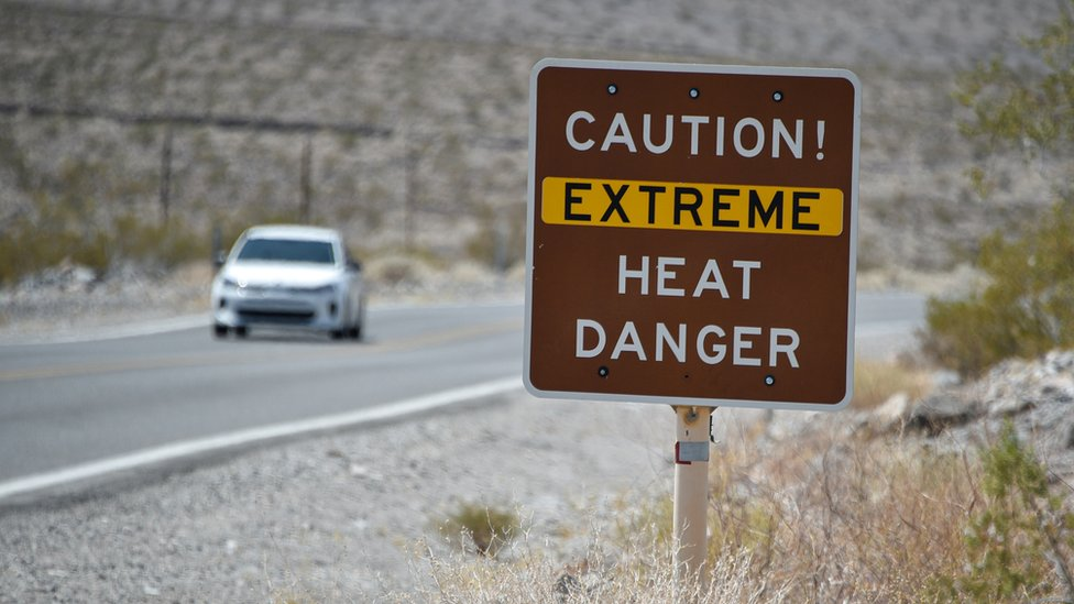 美國加州死亡谷熔爐溪一面警告前方有極端高溫的路牌(17/8/2020)