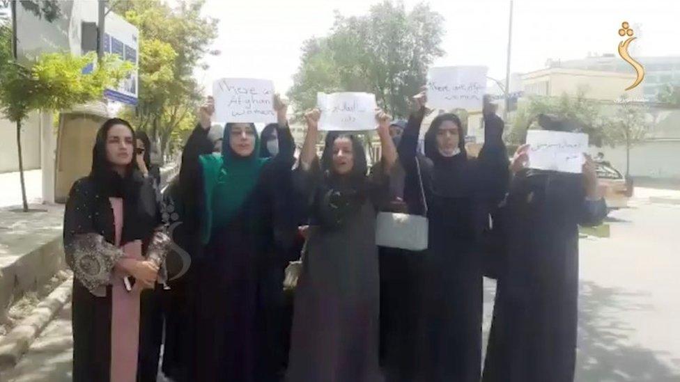 Mujeres protestas contra el Talibán en Kabul