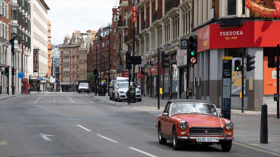 Londra'da boş bir cadde.