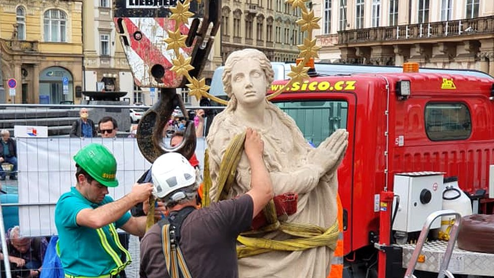 Statue being prepared for erecting in Prague