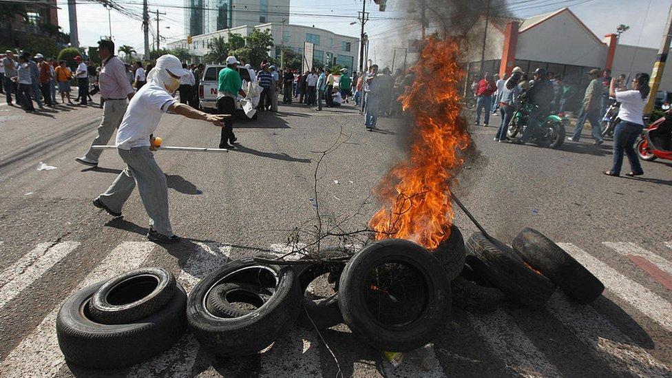 Protesta contra el golpe de Estrado contra Manuel Zelaya.