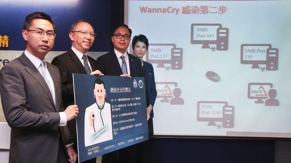 Funcionarios de Hong Kong responsables de responder a los ataques con el virus WannaCry.