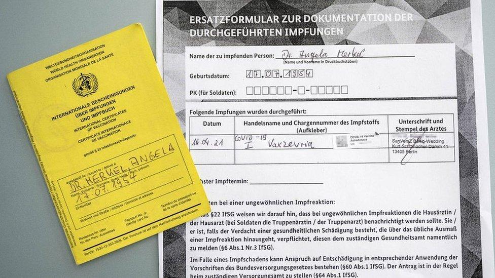 Comprovante de vacinação de Angela Merkel