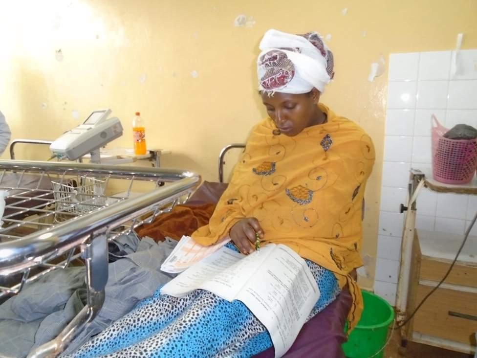 Etiyopya'da 21 yaşındaki bir kadın, doğum yaptıktan 30 dakika sonra hastanede ortaokul bitirme sınavına girdi.