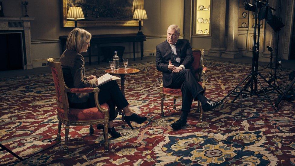 تحدث الأمير أندرو مع مراسلة بي بي سي إيميلي مايتليس في قصر باكينغهام في لندن
