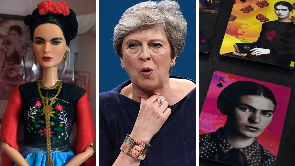 卡蘿版芭比娃娃、特里莎·梅首相戴的手鐲、和印著她頭像的撲克牌
