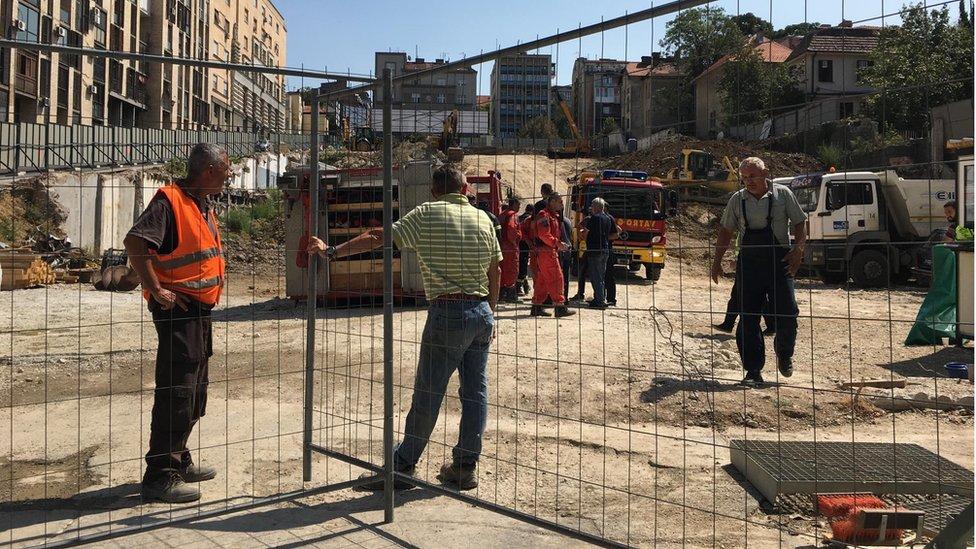 Radnici na gradilištu na mestu nesreće