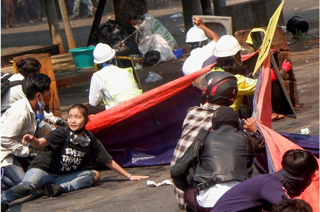 在周三(3月3日)的緬甸,安全部隊鎮壓反對軍事政變的示威者,至少造成38人死亡。