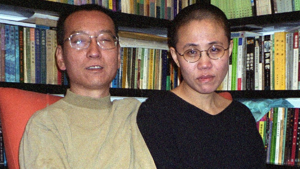 Chinese dissident and Nobel Peace laureate Liu Xiaobo (L) and his wife Liu Xia in Beijing in October 2002