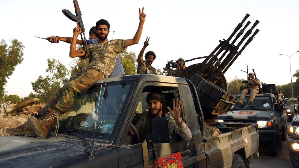 """قوات """"الجيش الوطني الليبي"""" التي يقودها حفتر في بنغازي"""
