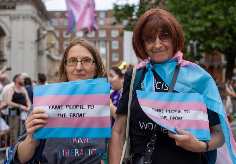 Personas durante una celebración por el orgullo de la comunidad LGBT
