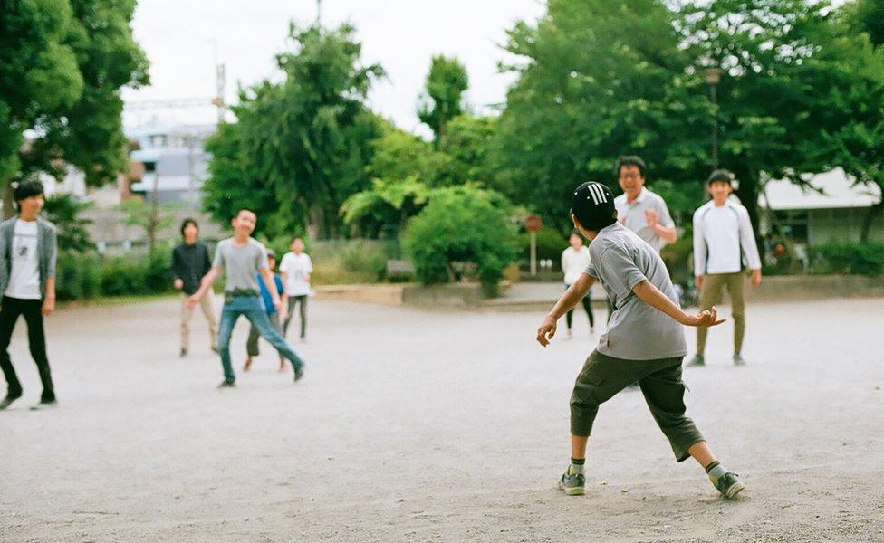 Niños jugando en la escuela Tamagawa.