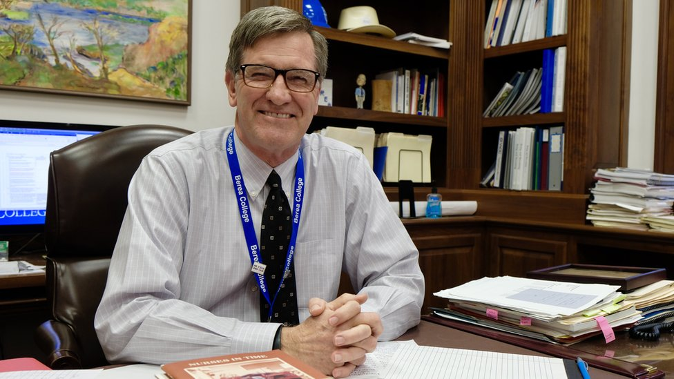 Lyle Roelofs, presidente de Berea College