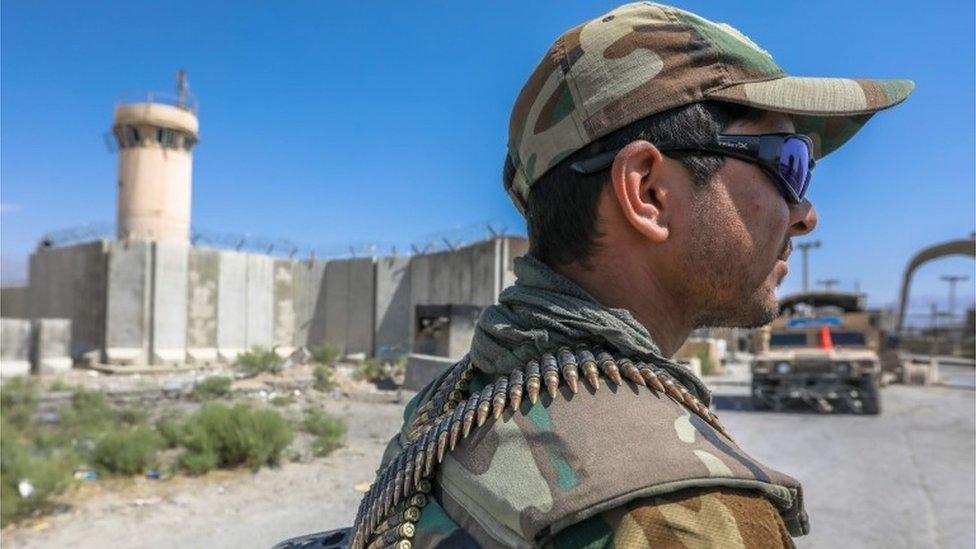 القوات الأفغانية في قاعدة باغرام الجوية