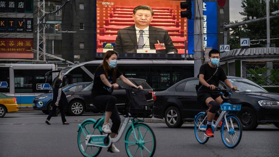 Presiden China Xi Jinping di layar reklame
