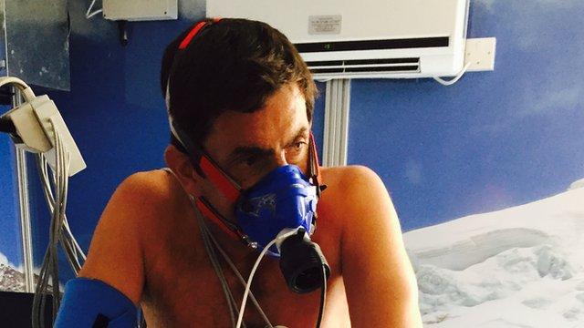 Justin Rowlatt in the hypoxia chamber